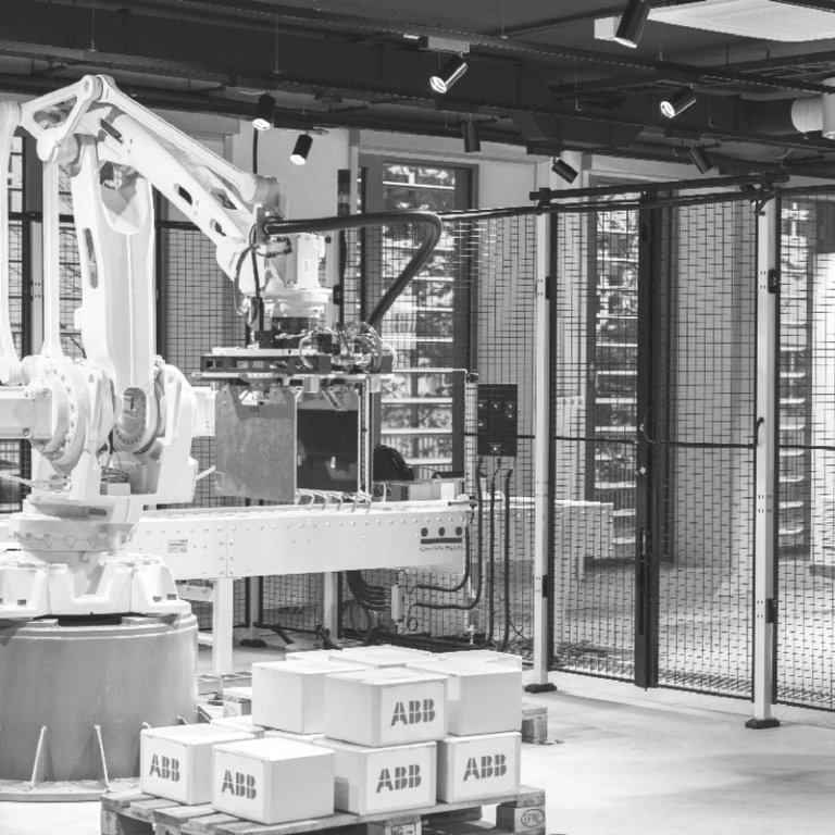 The ABB branch in Lodz works with the Hoger glovebox
